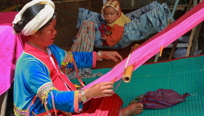 Palong Hill tribe weaving cotton, Chiang Mai to Chiang Rai Tour